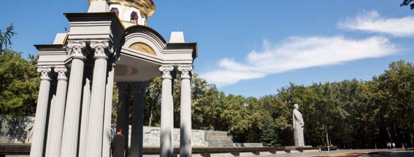 Строительство и освящение часовни на мемориале славы